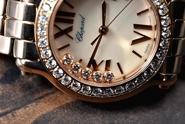 Diamonds plating fake watches are noble.