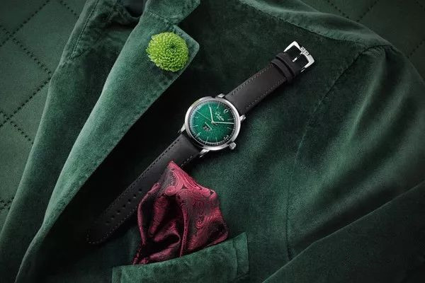 All Green copy watches are popular.