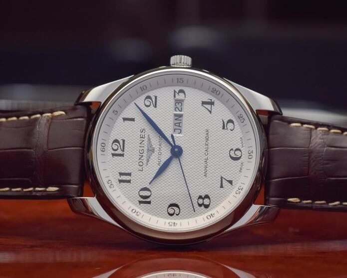 The blue hands and black Arabic numerals hour markers are striking to the silver dial.