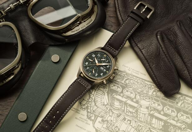This IWC has adopted the distinctive color-matching of green-bronze.