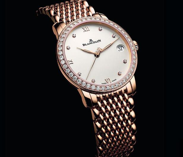 The diamonds paved on the bezel enhance the charm of the timepiece.