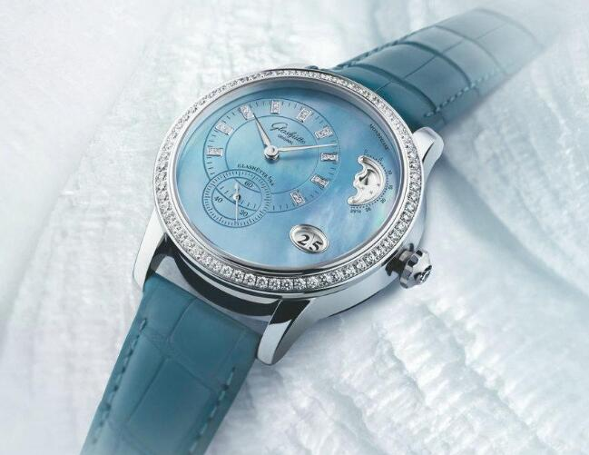 The timepiece has attracted lots of women with the exquisite appearance.