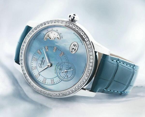The mother-of-pearl dial looks romantic and soft.