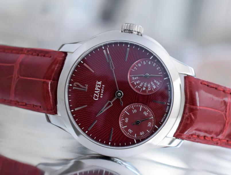 The unique pattern on the dial exudes the special waved visual effect.