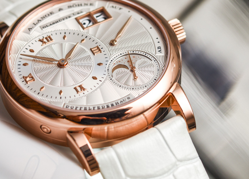 The 18k rose gold fake watches have silvery dials.